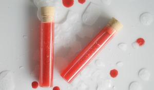 Fioles de sang à boire