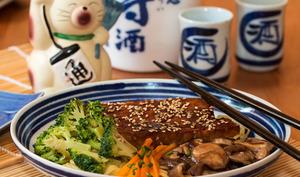 Tempeh caramélisé à la sauce Teriyaki, brocolis et shiitakés