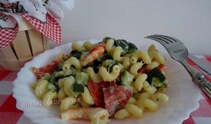 Pâtes aux crevettes et courgettes épicées au chorizo et chèvre frais