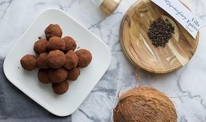 Bouchées coco, choco et poivre de voatsipériféry