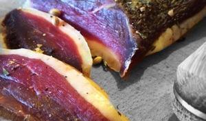 Magret de canard séché aux baies et poivres de Madagascar