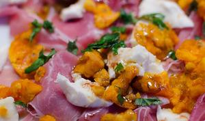 Carpaccio de figues de Barbarie, à la mozzarella et au jambon de Parme