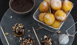 Les beignets au potimarron et leur sauce au chocolat épicée