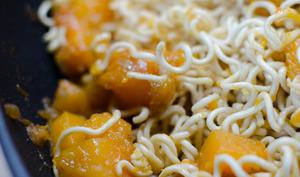 Nouilles chinoises sautées à la courge butternut