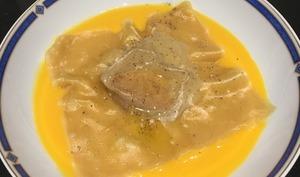 Raviole de foie gras et son velouté de potiron
