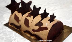 Bûche mousse chocolat, bavaroise crème brulée safranée et insert confit de framboises