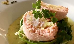 Ballottines de saumon sauce curry breton et sa fondue de poireaux