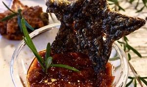 Panna cotta au parmesan, suprême de tomates et ses tuiles aux 2 saveurs