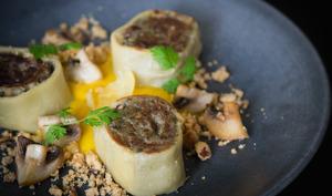 Fleischschnacka de champignons aux épices, crème de butternut au safran, streusel de noisettes à la cannelle et pointe de citron confit