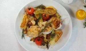 Brochette de lotte au romarin, poireaux et fenouils rôtis