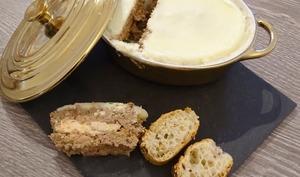 Terrine de foie de volaille au foie gras, châtaignes et noisettes grillées