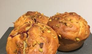 Muffins allégés aux fruits rouges et éclats de pistache