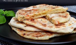 Pains naans à la mozzarella, tomate et basilic