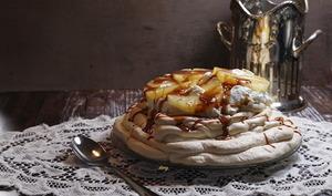 Pavlova ananas et caramel salé