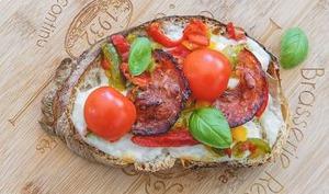 Tartine aux poivrons chorizo et mozzarella
