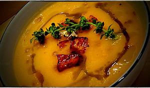 Sucrine veloutée huile de curry et fleur de basilic