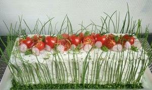 Sandwich cake radis concombre tomates charcuterie et fromage