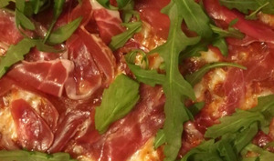 Pizza tomate, roquette et patanegra