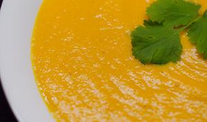 Soupe de carottes et de pois chiches au curry