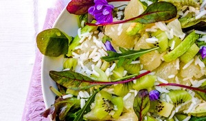Salade kiwi, avocat, agrumes, jeunes pousses et riz