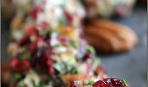 Mini boulettes de fromage de chèvre pécan et cranberries