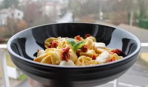 Capelletti tomates séchées et mozzarella