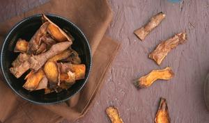 Chips d'épluchures de patates douces