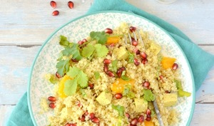 Salade de quinoa à l'orange, grenade et au tofu