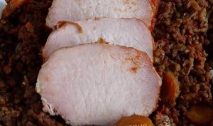 Rôti de porc fumé et lentilles au coulis de tomates