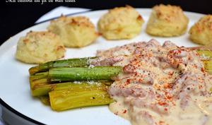 Poireaux braisés, crème aux lardons fumés, paprika et parmesan