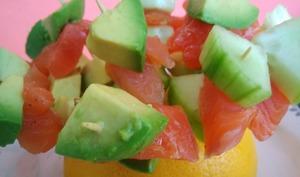 Brochettes apéritives dés de saumon fumé - avocat - concombre