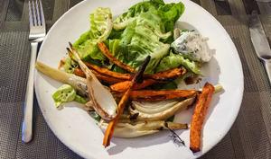 Légumes grillés et jolie salade