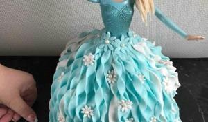 Gâteau d'anniversaire la reine des neiges