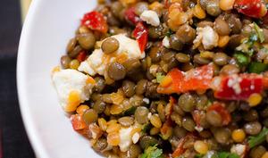 Salade aux deux lentilles, au poivron et à la feta
