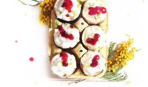 Mousse au chocolat blanc et coulis de framboises