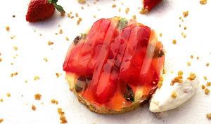 Tartelettes aux fraises façon cosmopolitain / crème glacée yaourt