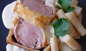 Filet mignon de cochon en croûte, salsifis, sauce parmesan