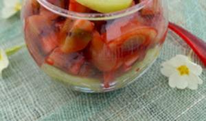 Salade de kiwis au coulis de framboise