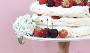Layer cake pavlova aux fruits rouges