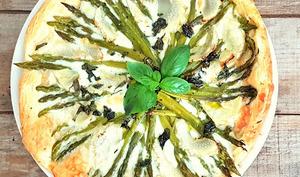 Tarte aux asperges, artichauts et mozzarella