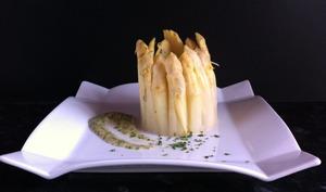 Minicharlotte aux asperges et herbes