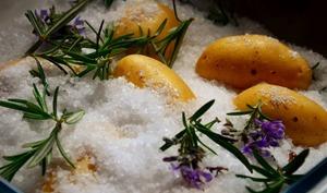 Pommes de terre au gros sel et romarin