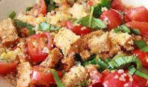 Salade quinoa, basilic, tofu rosso et petites tomates cerise