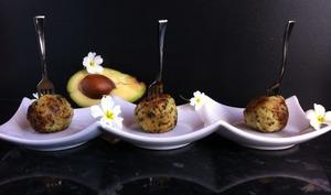 Croquettes de quinoa au fromage et coeur d'avocat