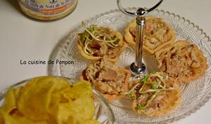 Amuse bouche au confit de noix de Saint Jacques, graines germées et chips au thym-romarin