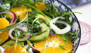 Salade à l'avocat, à l'orange et au fenouil cru