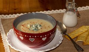 Velouté de céleri rave au lait de coco et roquefort