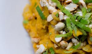 Pâtes, sauce à la carotte et à la noix de coco
