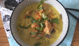 Curry bowl de canard aux aubergines thaï au lait de coco