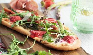 Pizza Jambon de Parme, asperges et fraises